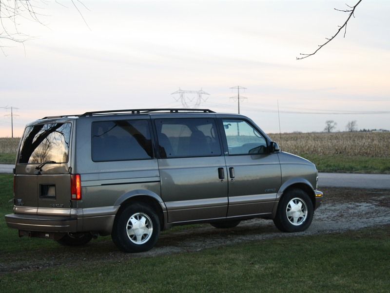 chevrolet astro van 1999 for sale by owner in peotone il 60468. Black Bedroom Furniture Sets. Home Design Ideas