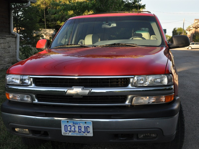 2002 chevrolet tahoe for sale by owner in fairfield ia 52556. Black Bedroom Furniture Sets. Home Design Ideas