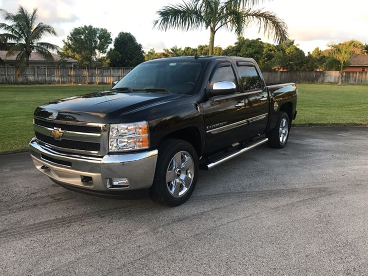 2011 chevrolet silverado 1500 crew cab by owner in miami fl 33191. Black Bedroom Furniture Sets. Home Design Ideas