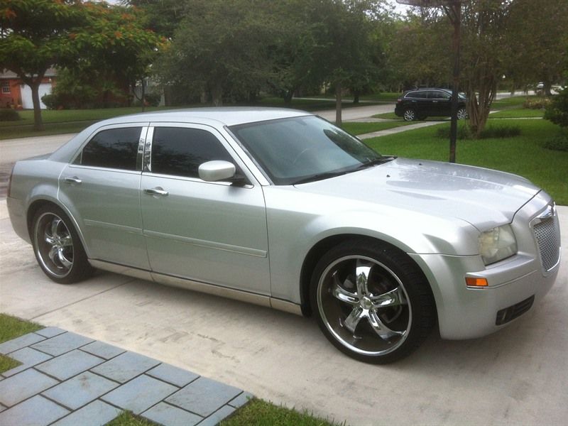 2005 chrysler 300 for sale by owner in miami fl 33176. Black Bedroom Furniture Sets. Home Design Ideas