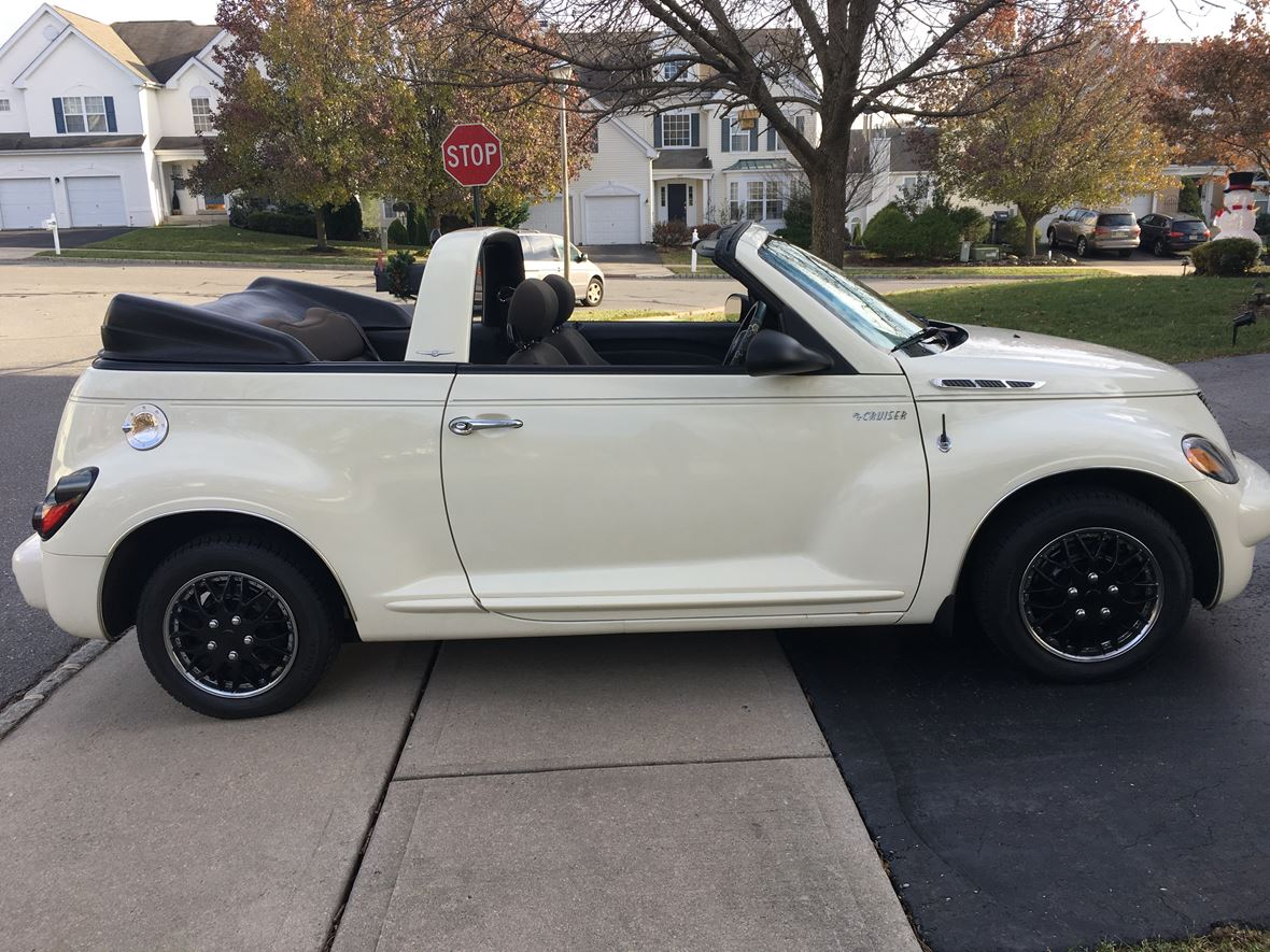 2005 Chrysler PT Cruiser Convertible  for sale by owner in Phillipsburg