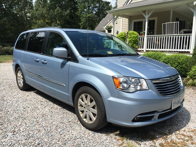 2013 chrysler town country by owner in church road va 23833. Black Bedroom Furniture Sets. Home Design Ideas