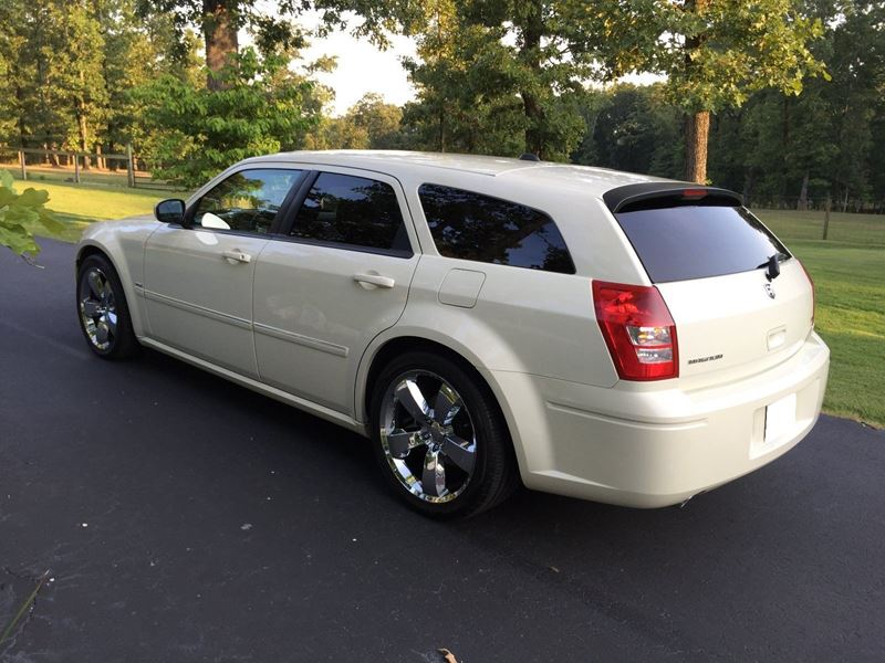 used 2005 dodge magnum for sale by owner in omaha ne 68124. Black Bedroom Furniture Sets. Home Design Ideas