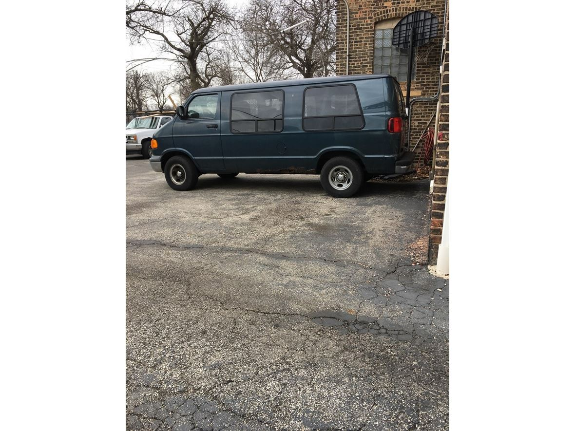 1999 Dodge Ram Van for sale by owner in Chicago