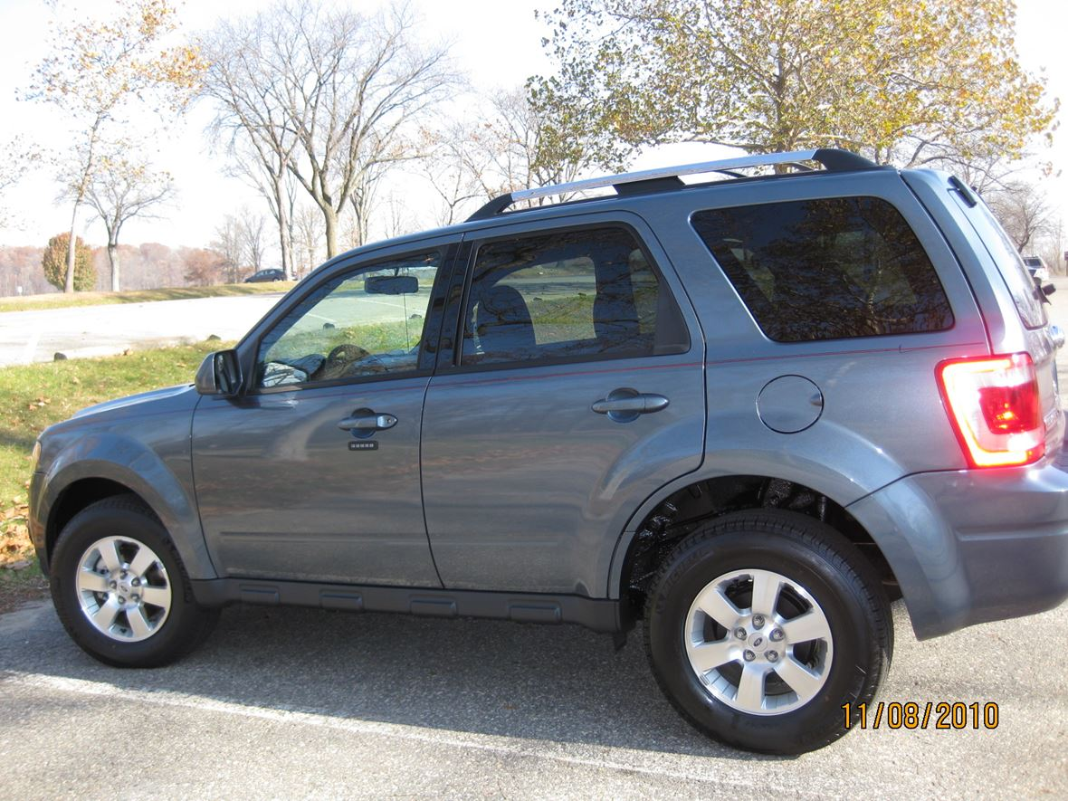used 2011 ford escape for sale by owner in brighton mi 48114. Black Bedroom Furniture Sets. Home Design Ideas