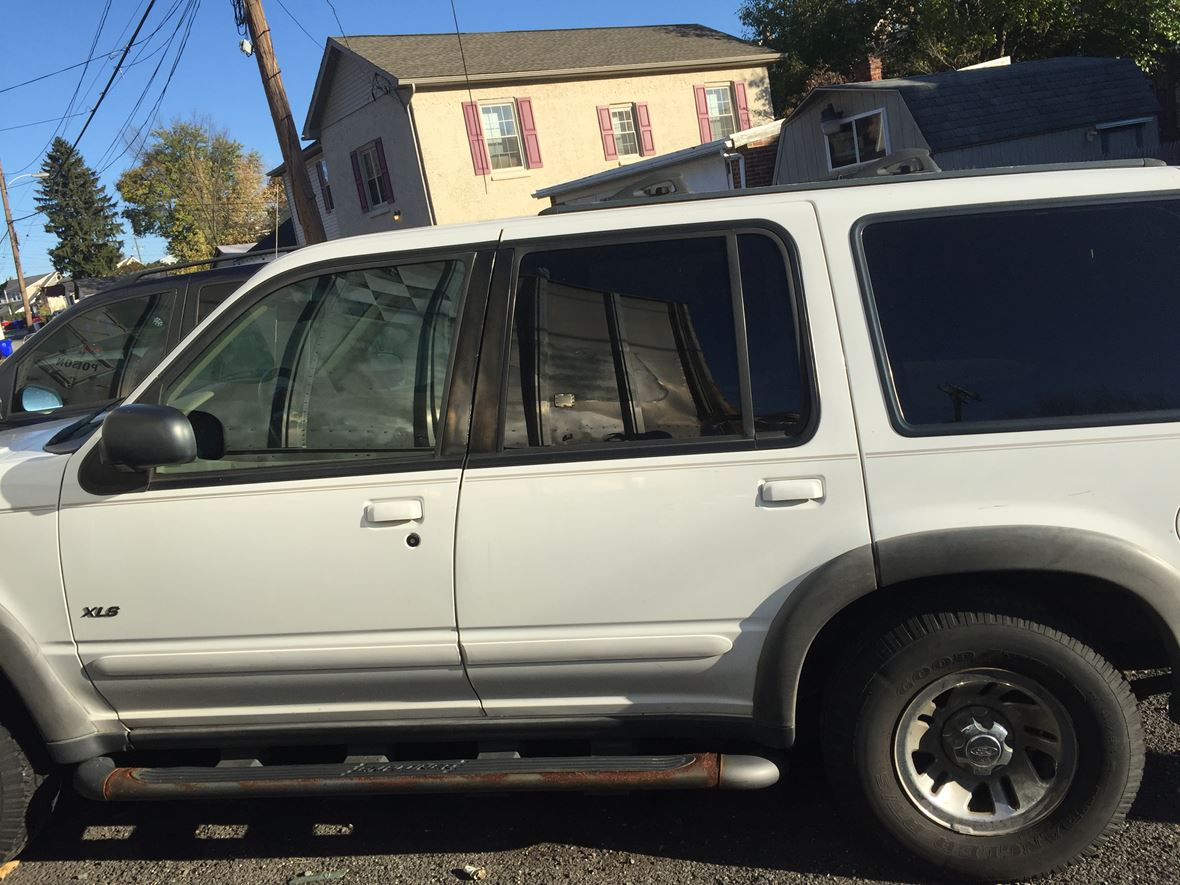 2000 Ford Explorer for sale by owner in Pottstown