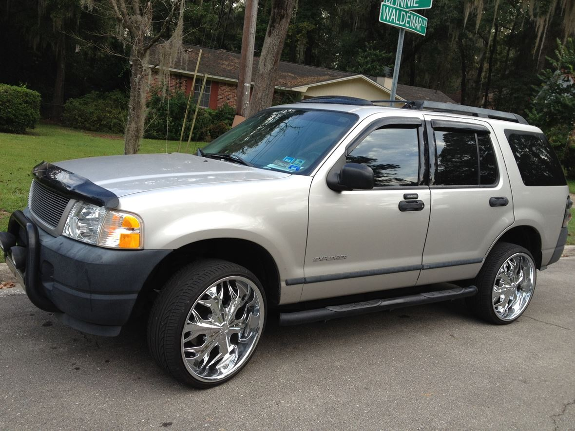 2005 Ford Explorer for sale by owner in Naples
