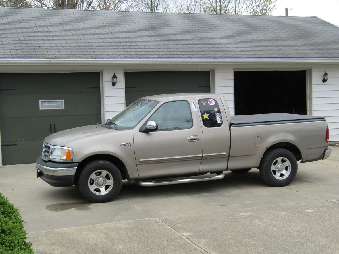 2002 ford f 150 supercrew sale by owner in youngstown oh 44515. Black Bedroom Furniture Sets. Home Design Ideas