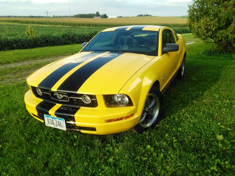2006 ford mustang premium coupe w pony package by owner west branch ia 52358. Black Bedroom Furniture Sets. Home Design Ideas