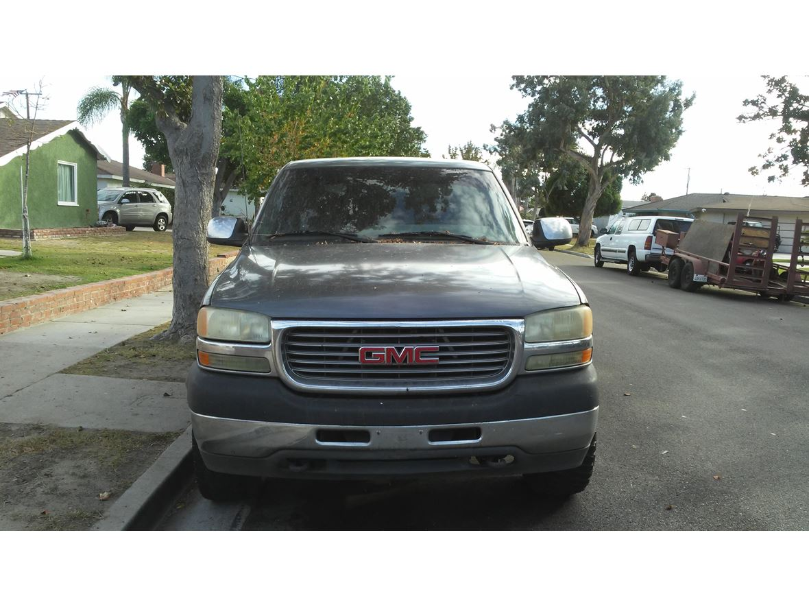 2001 GMC Sierra 2500 HD for sale by owner in Anaheim