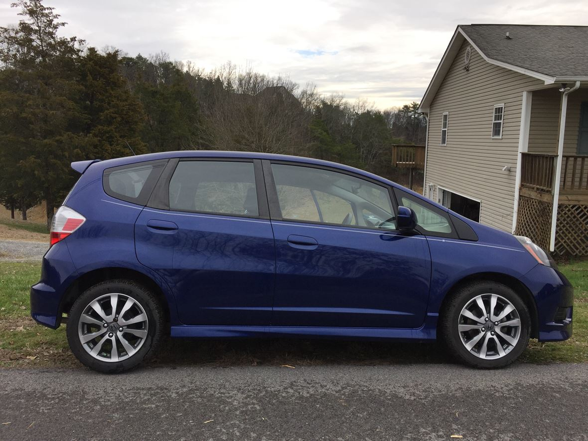 used 2013 honda fit for sale by owner in sevierville tn 37876. Black Bedroom Furniture Sets. Home Design Ideas