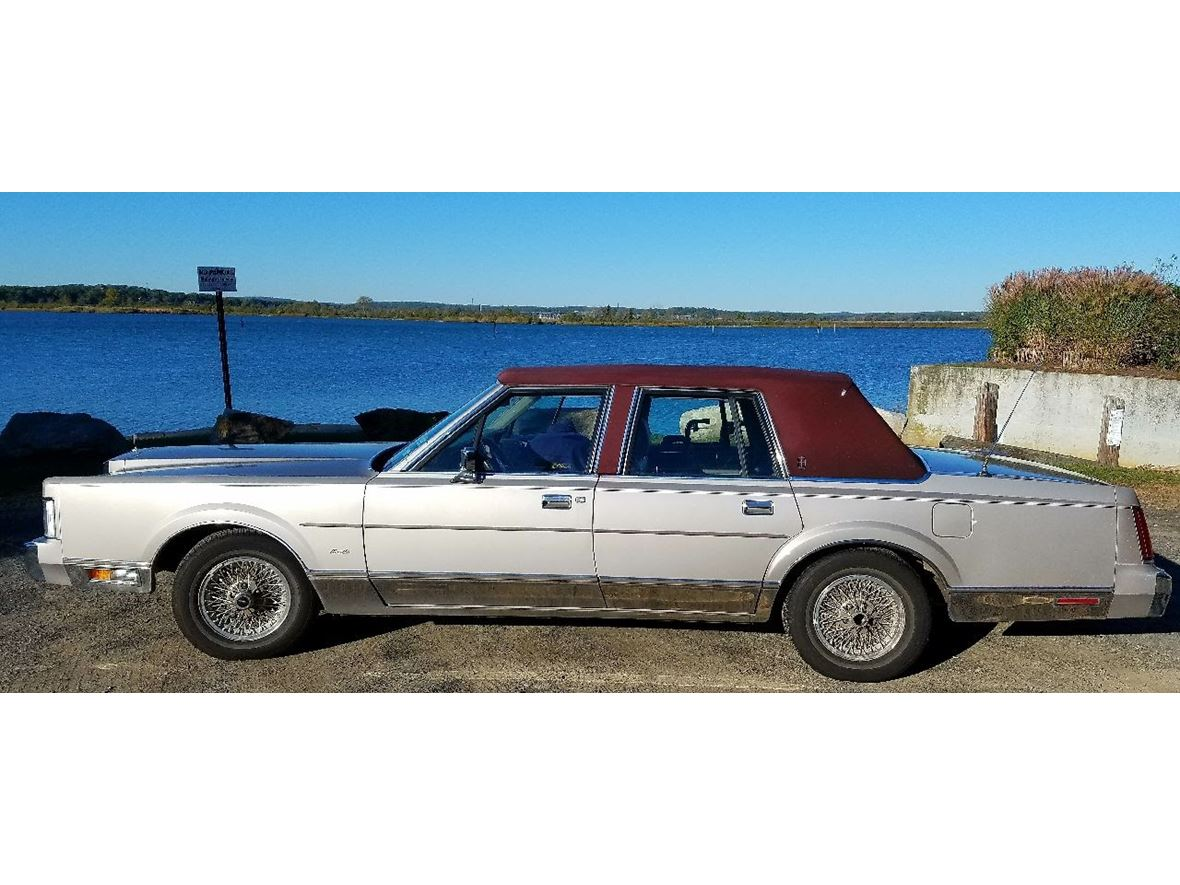 1988 Lincoln Town Car for sale by owner in Old Saybrook