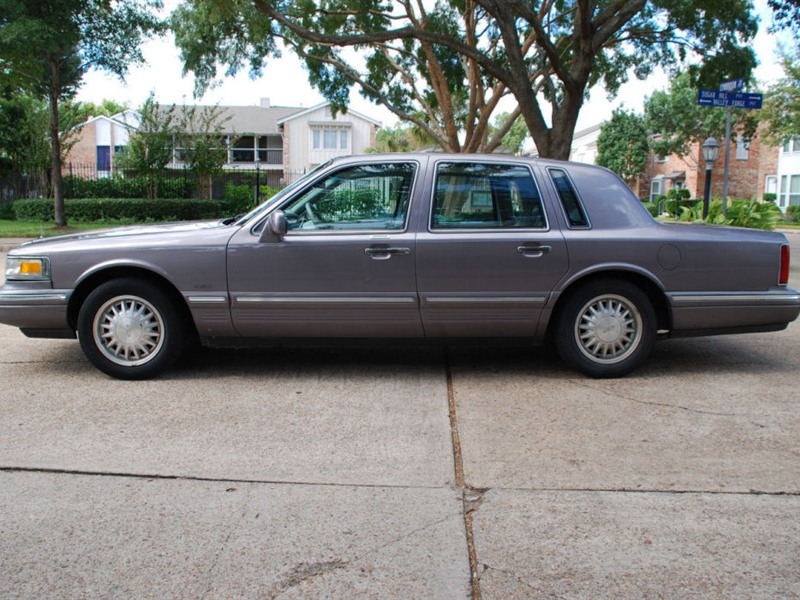1996 lincoln town car for sale by owner in bellaire tx 77401. Black Bedroom Furniture Sets. Home Design Ideas