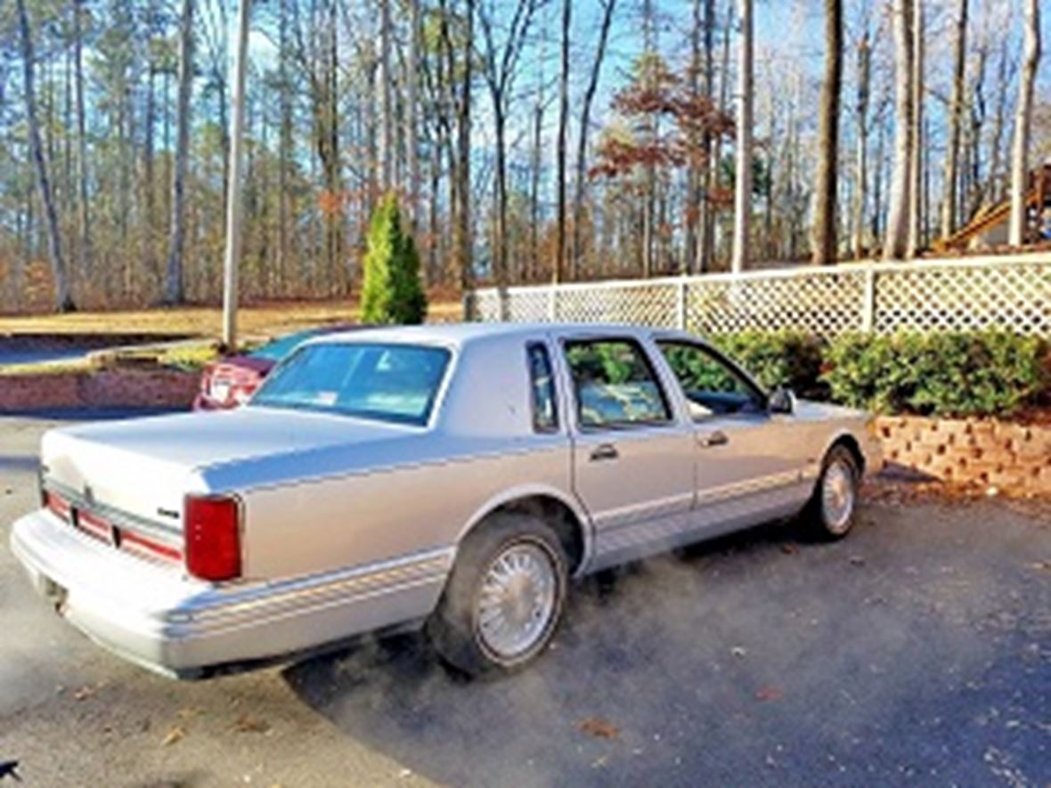 1996 lincoln town car private car sale in atlanta ga 31106. Black Bedroom Furniture Sets. Home Design Ideas