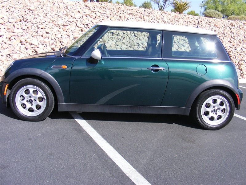 2004 mini cooper for sale by private owner in las vegas nv 89117. Black Bedroom Furniture Sets. Home Design Ideas