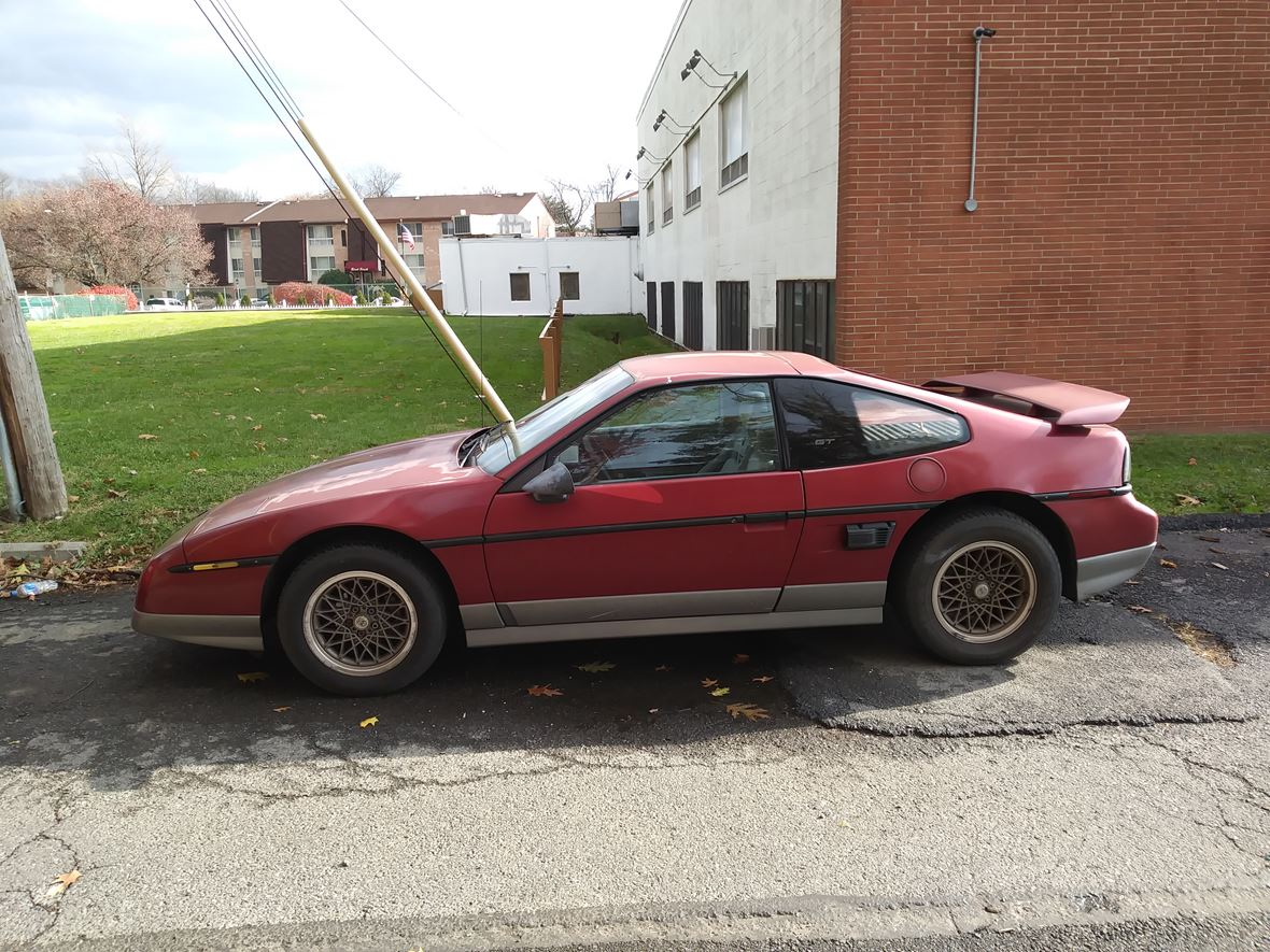 1987 Pontiac Fiero for sale by owner in Philadelphia