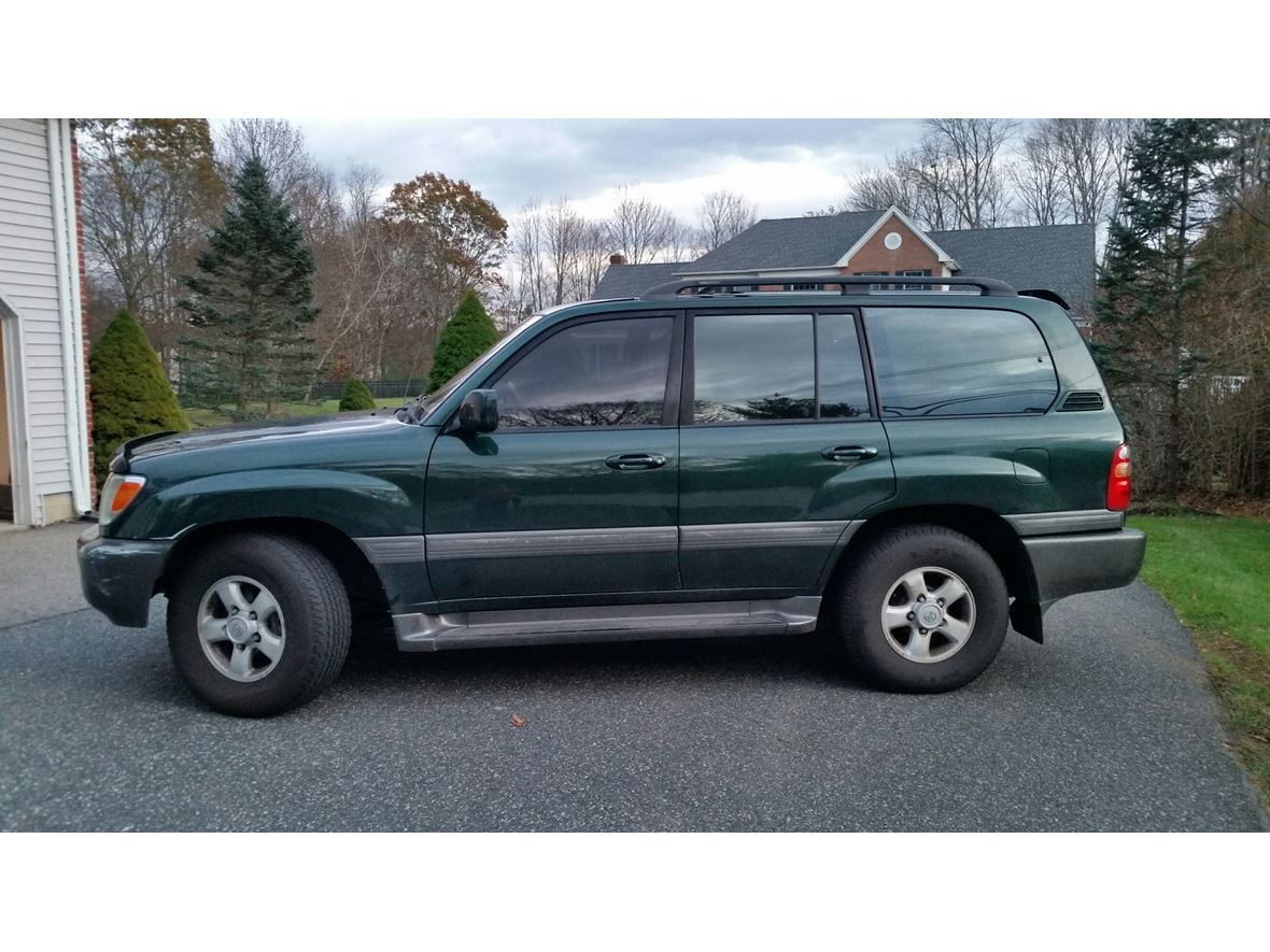 2000 Toyota Land Cruiser for sale by owner in Holliston