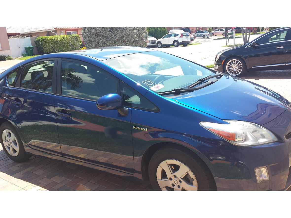 used 2011 toyota prius for sale by owner in hialeah fl 33018. Black Bedroom Furniture Sets. Home Design Ideas