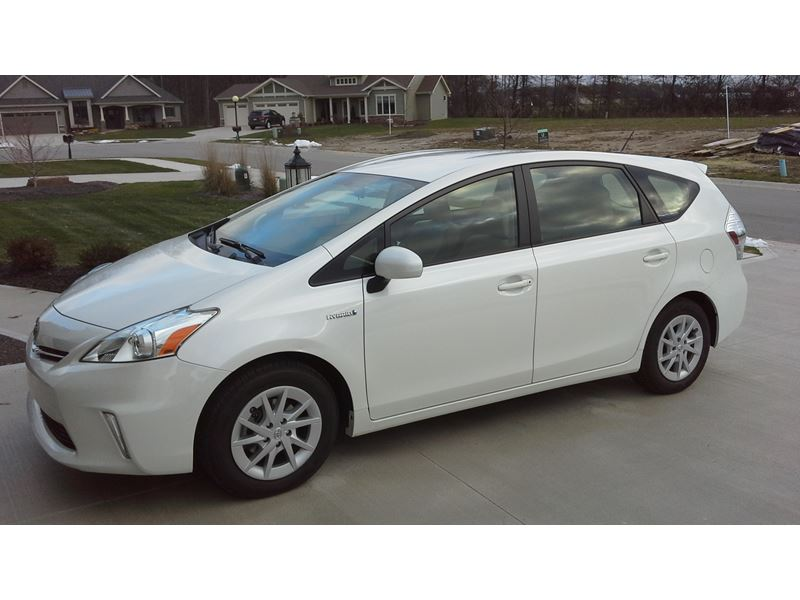 used 2012 toyota prius v for sale by owner in fort wayne in 46899. Black Bedroom Furniture Sets. Home Design Ideas