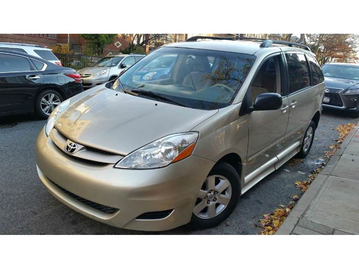 used 2010 toyota sienna for sale by owner in brooklyn ny 11251. Black Bedroom Furniture Sets. Home Design Ideas