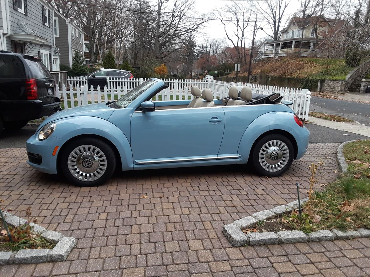 2013 Volkswagen Beetle for sale by owner in Port Washington