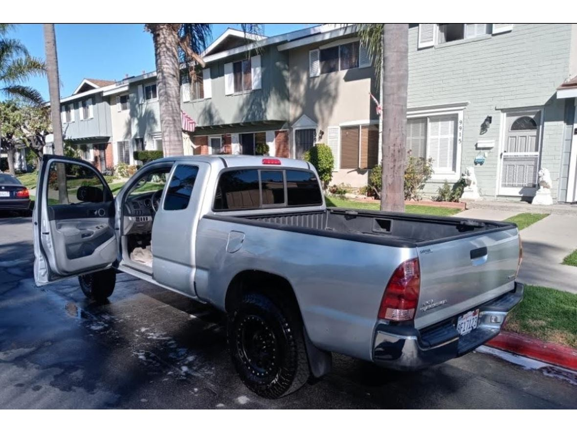 2006 Toyota Tacoma for sale by owner in Huntington Beach