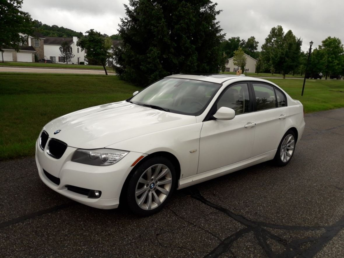 2011 bmw 3 series for sale by owner in bloomington in 47401. Black Bedroom Furniture Sets. Home Design Ideas