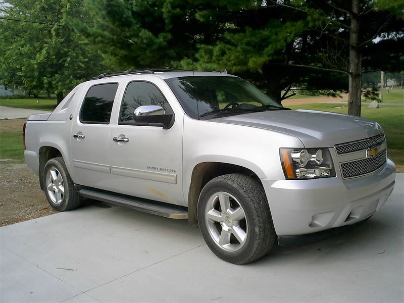 2013 chevrolet avalanche sale by owner in fowlerville mi 48836. Black Bedroom Furniture Sets. Home Design Ideas