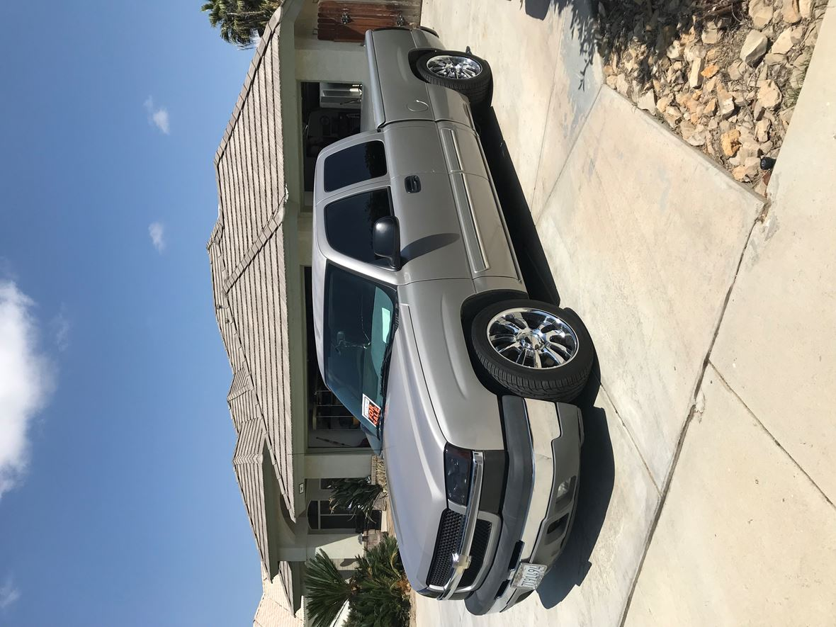 2005 Chevrolet Silverado 1500 Crew Cab for sale by owner in Bakersfield