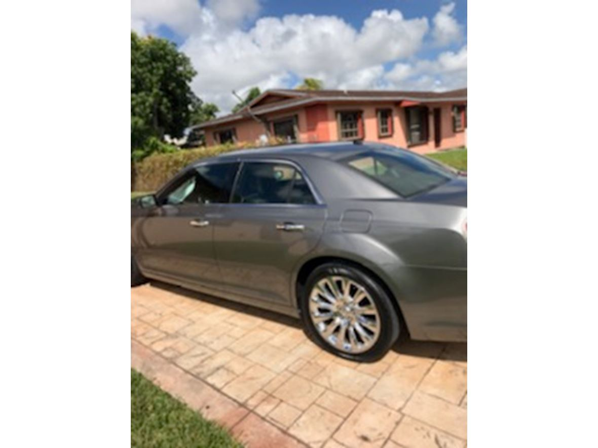2011 Chrysler 300C for sale by owner in Miami