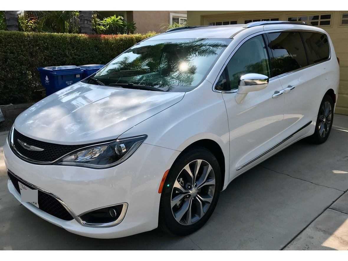 2017 Chrysler Pacifica for sale by owner in Panorama City