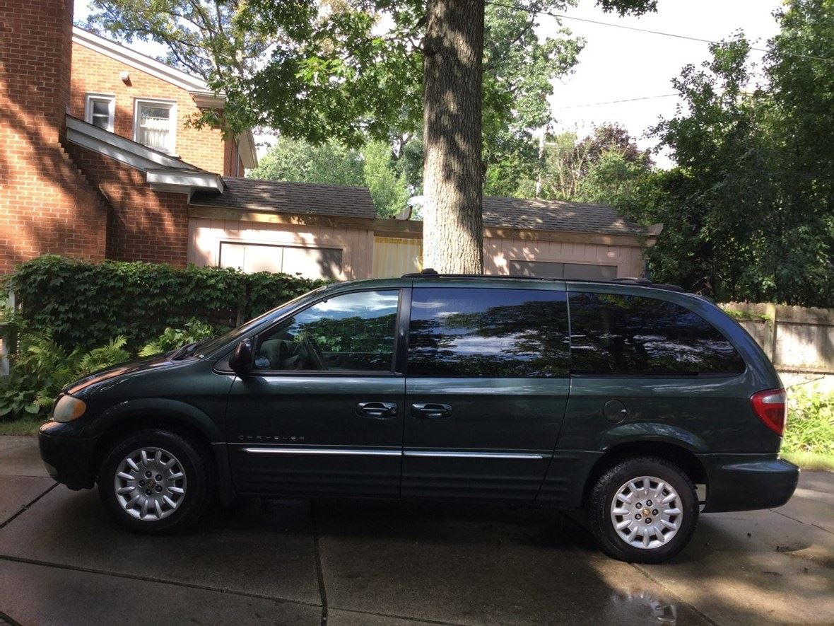 2001 Chrysler Town & Country for sale by owner in Ferndale