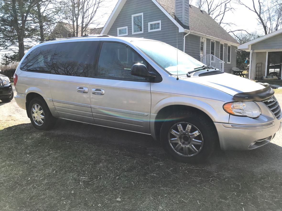 2005 Chrysler Town & Country for sale by owner in Libertyville