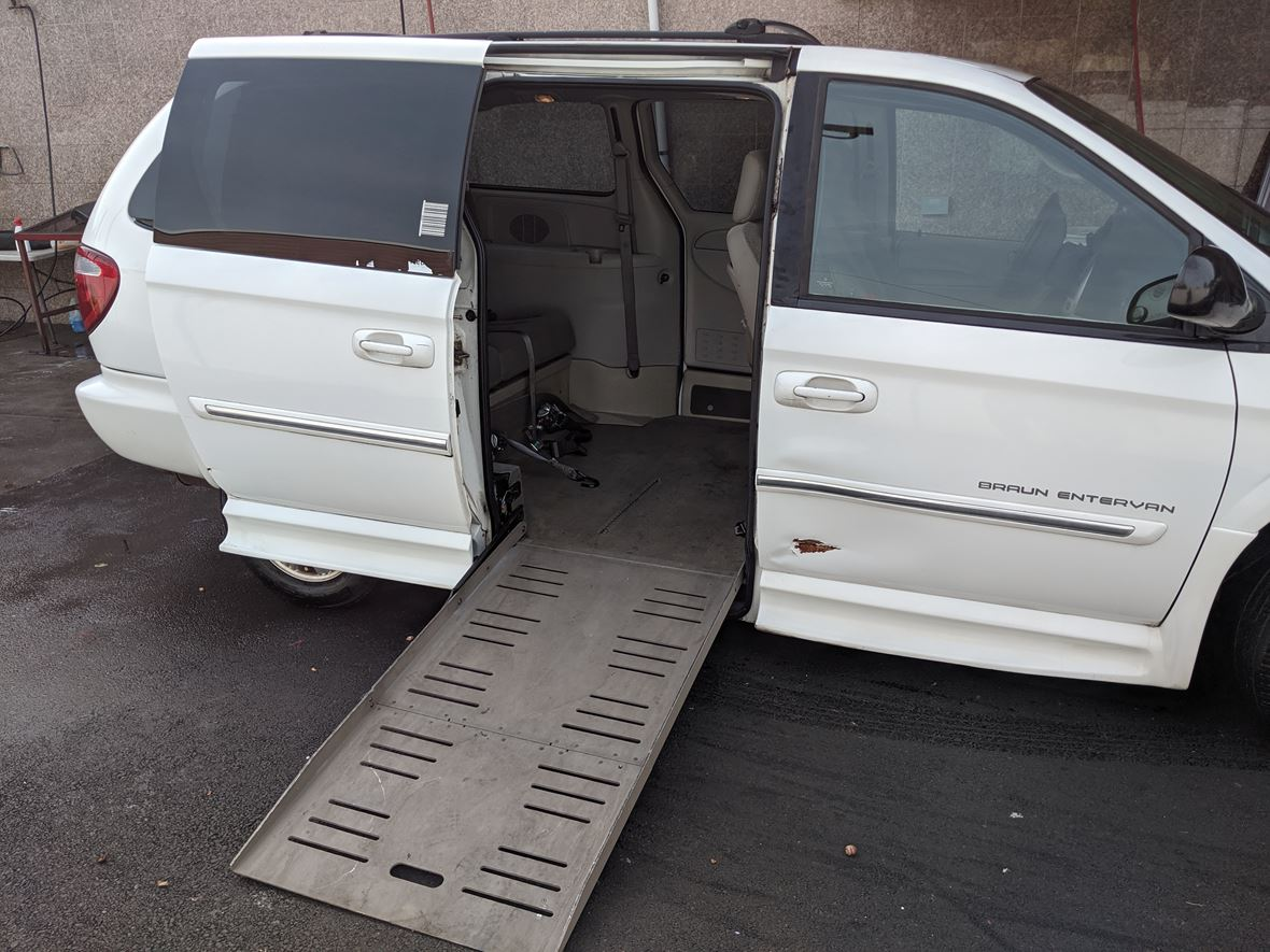 2006 Chrysler Town & Country for sale by owner in Putnam Valley