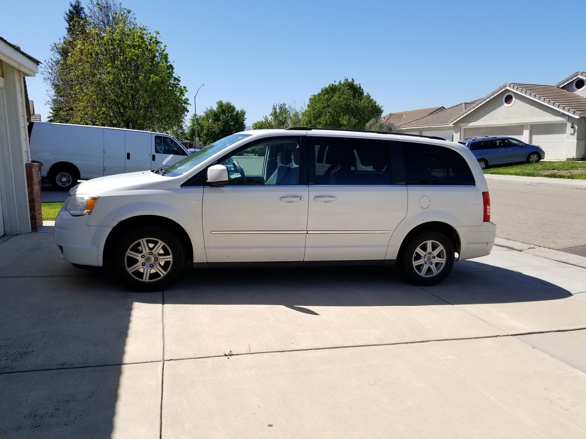 2010 Chrysler Town & Country for sale by owner in Tracy