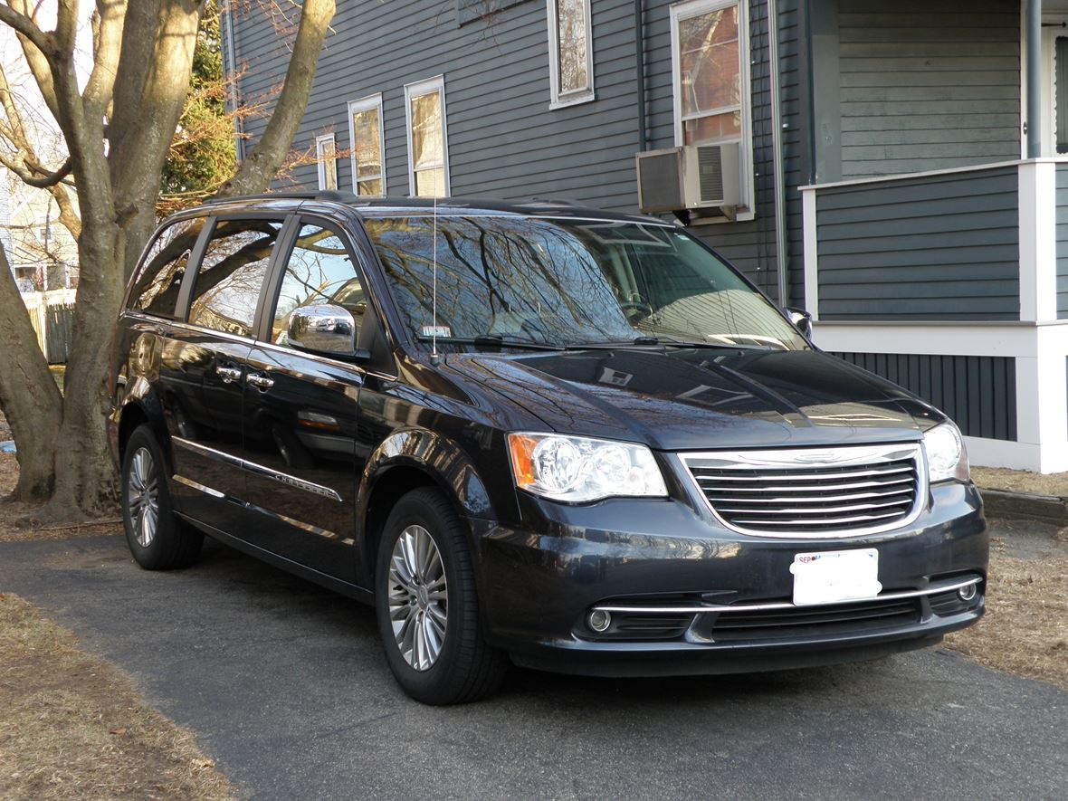 2013 Chrysler Town & Country for sale by owner in Haverhill