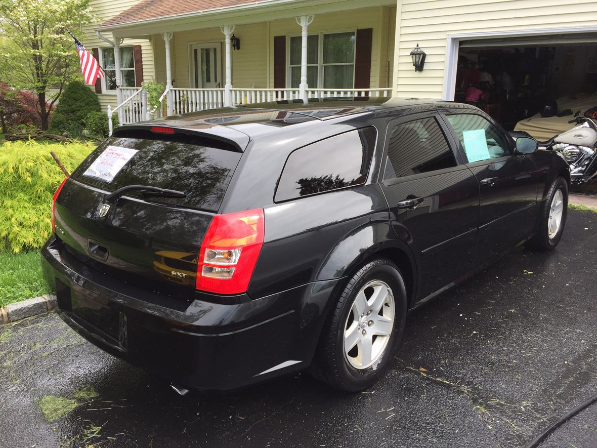 2005 Dodge Magnum for sale by owner in Wading River