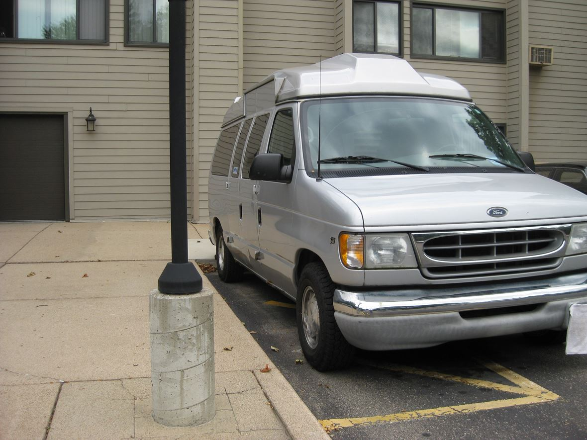 2002 Ford E-Series Van for sale by owner in Minneapolis