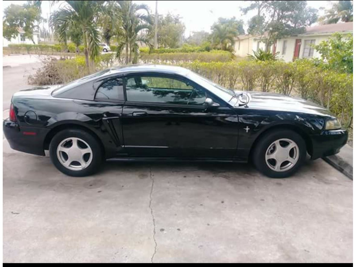 2004 Ford Mustang for sale by owner in West Palm Beach