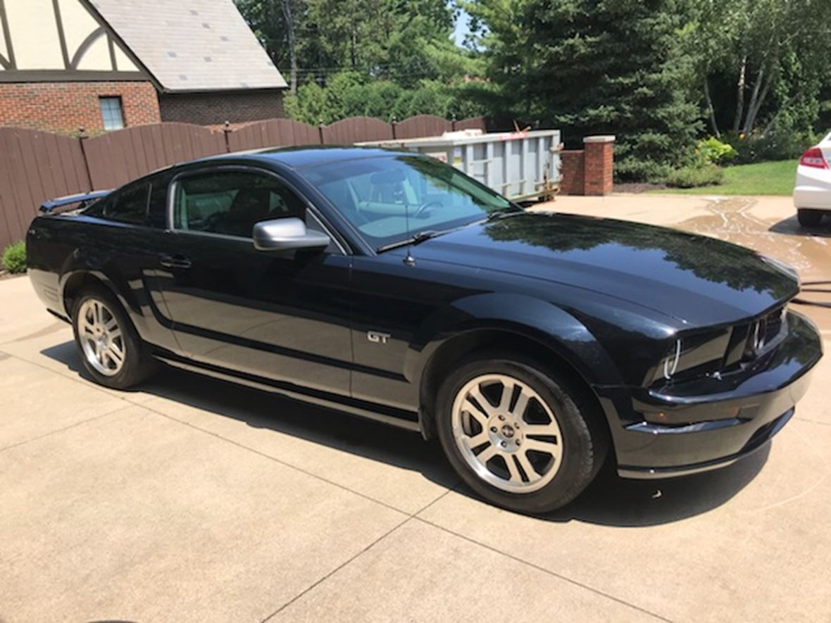 2006 ford mustang for sale by owner in akron oh 44303. Black Bedroom Furniture Sets. Home Design Ideas