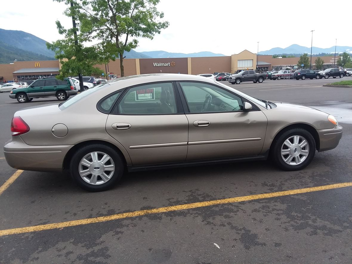 2007 Ford Taurus  for sale by owner in Grants Pass