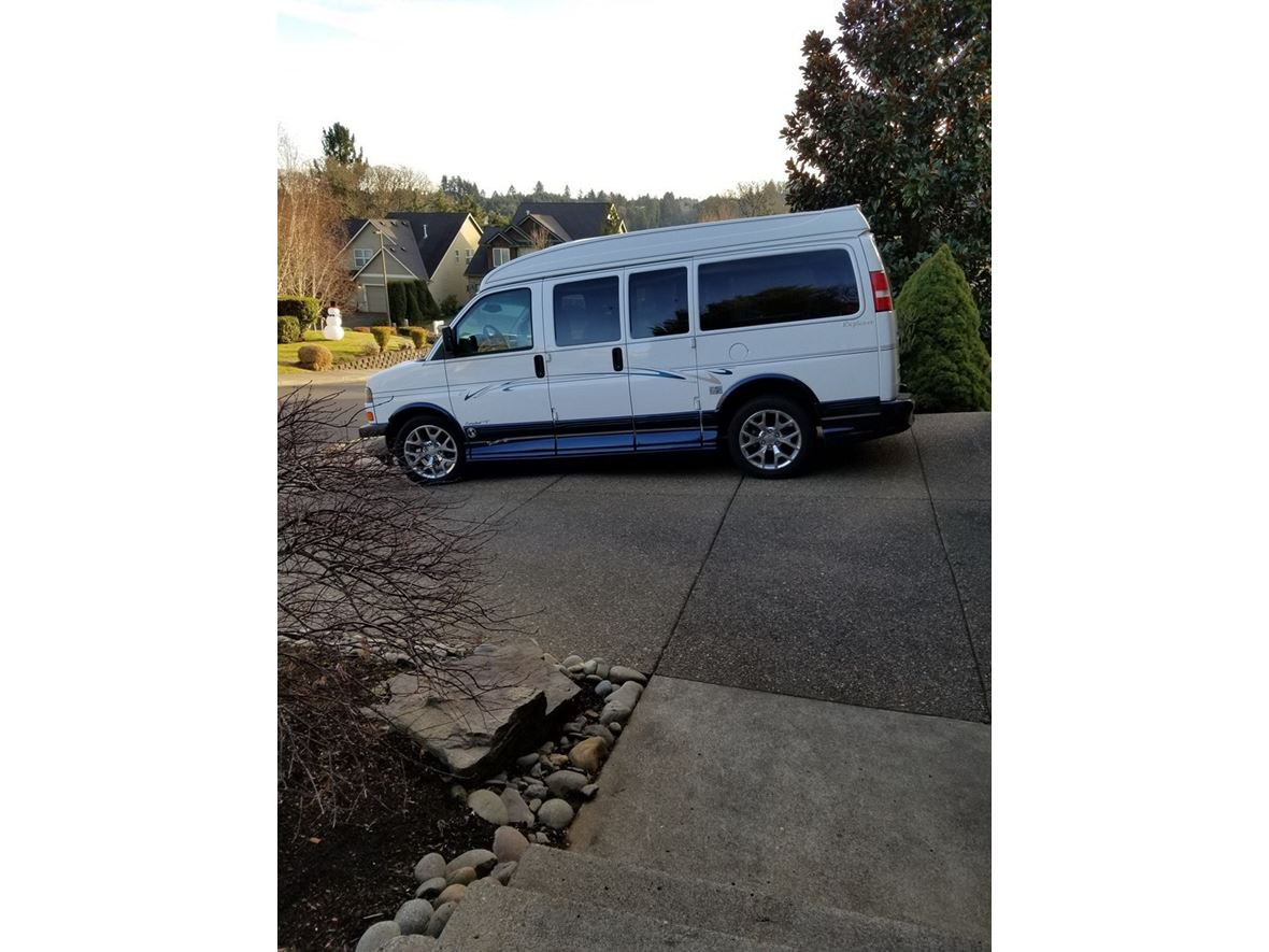 2004 GMC Savana for sale by owner in Salem