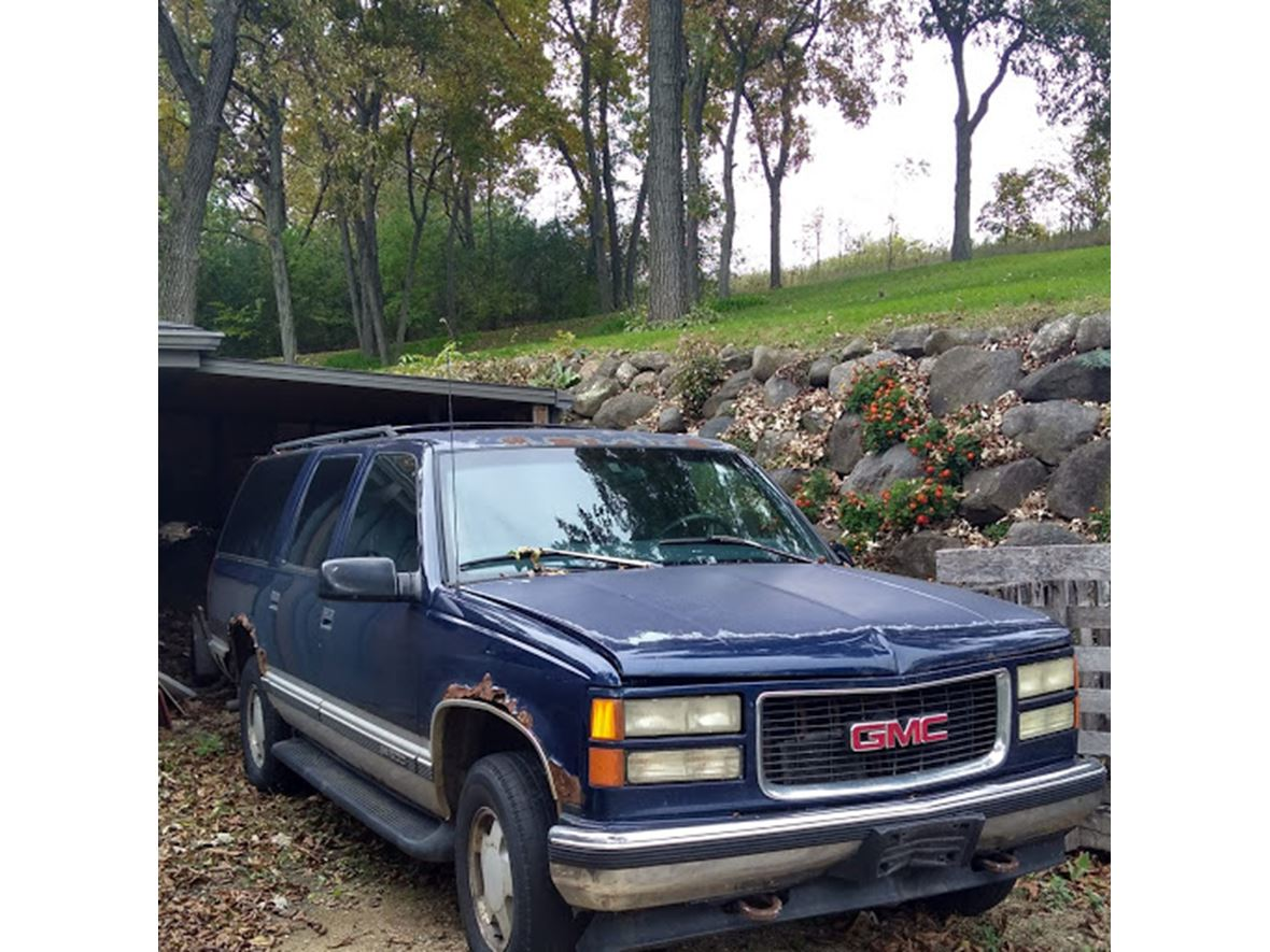 1997 GMC Suburban for sale by owner in Lodi