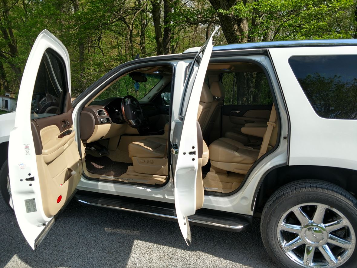 2008 GMC Yukon Denali for sale by owner in Baltic