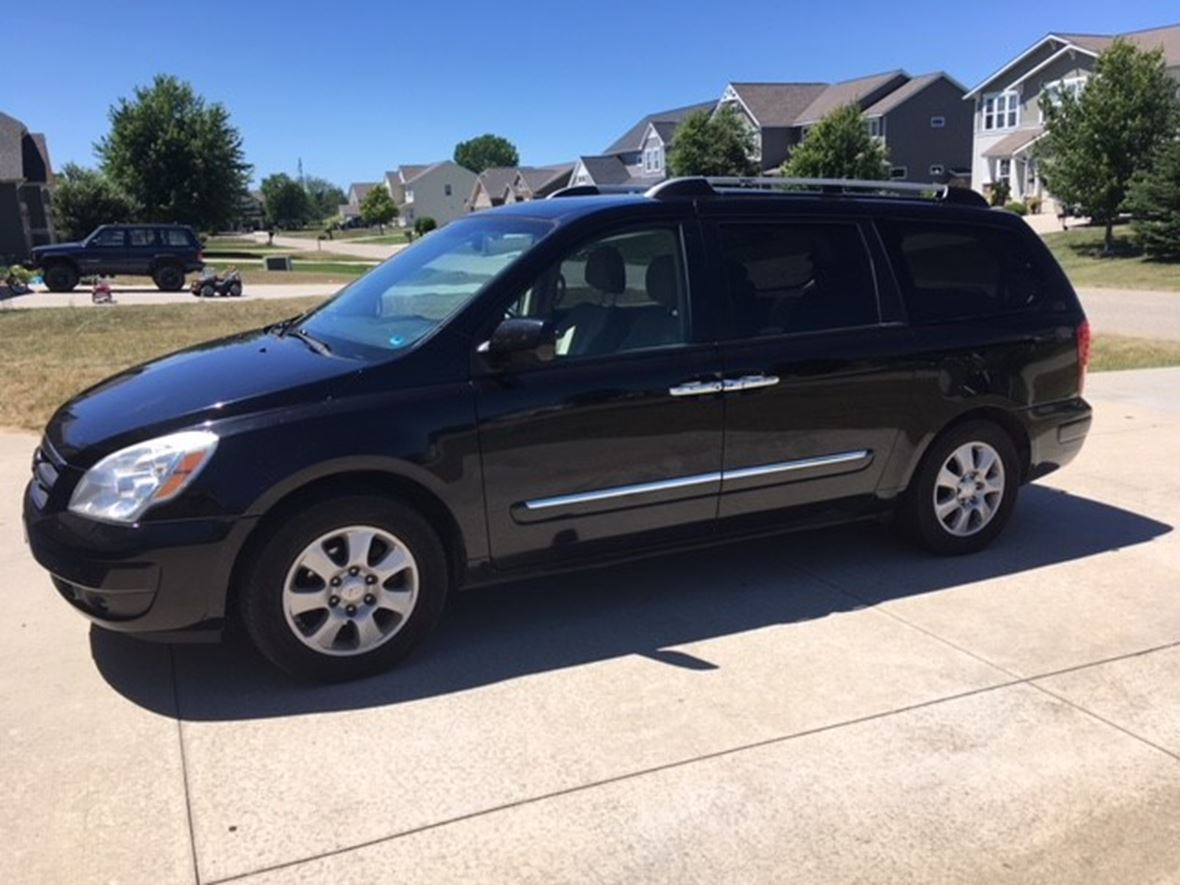 2007 Hyundai Entourage for sale by owner in West Olive