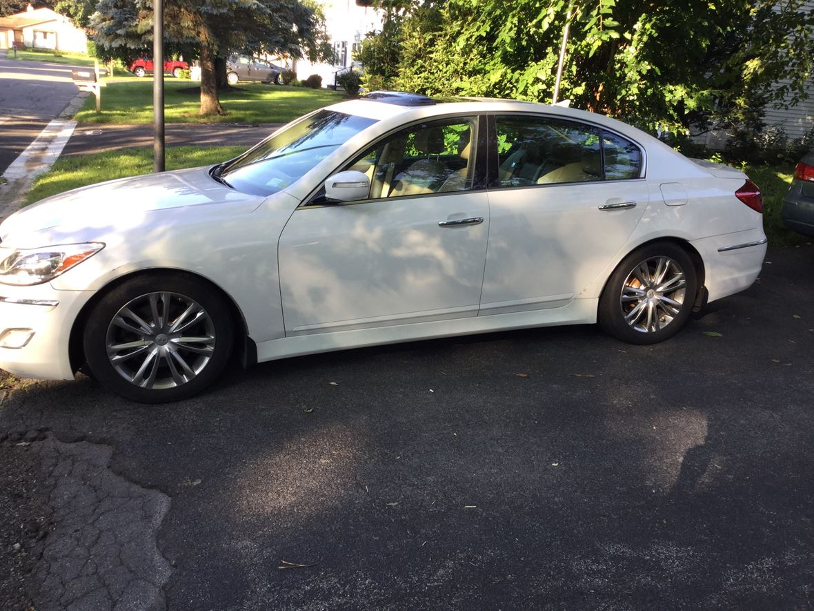 2013 Hyundai Genesis for sale by owner in Liverpool