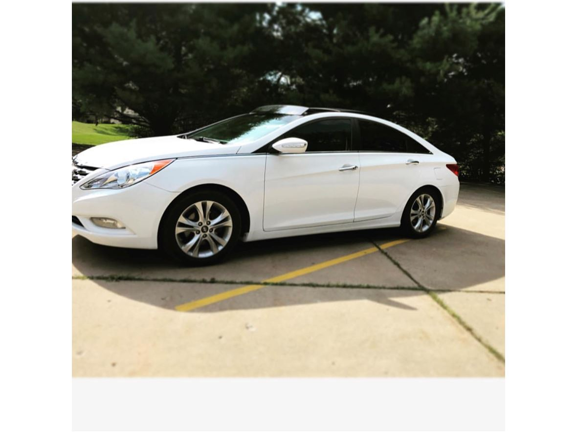2013 Hyundai Sonata for sale by owner in Weirton