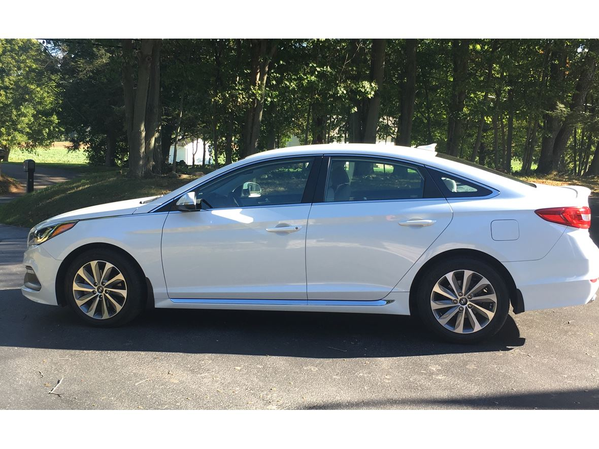 2016 Hyundai Sonata for sale by owner in North Branford