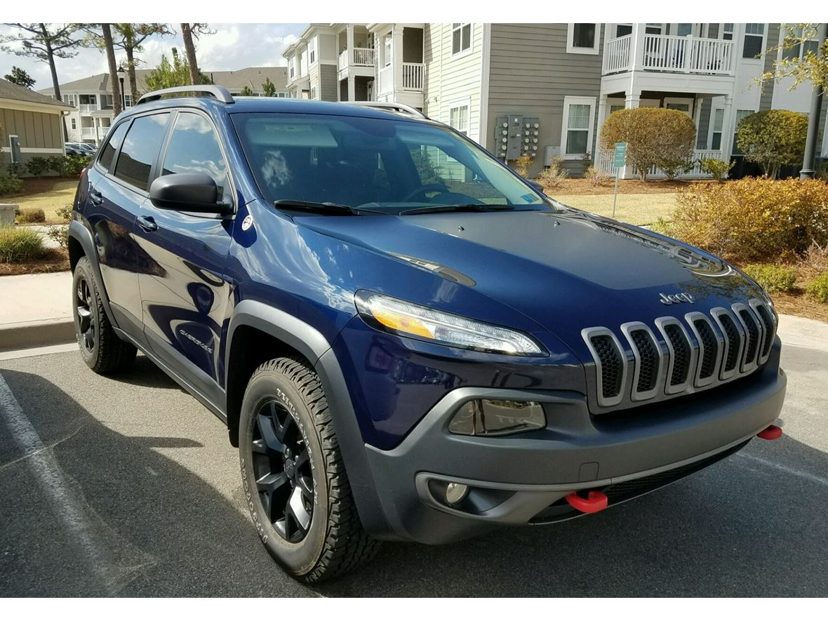 2016 Jeep Cherokee Trailhawk for sale by owner in Wilmington