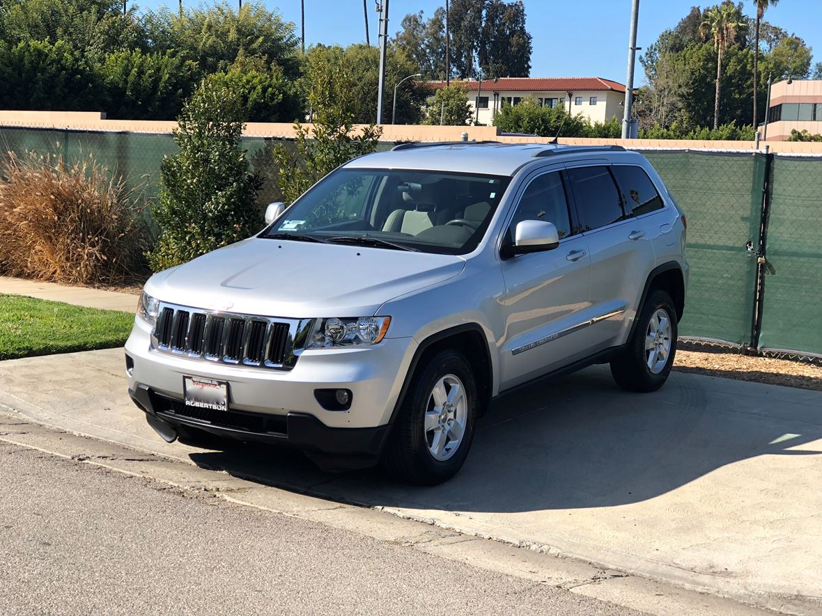2011 Jeep Grand Cherokee for sale by owner in Los Angeles